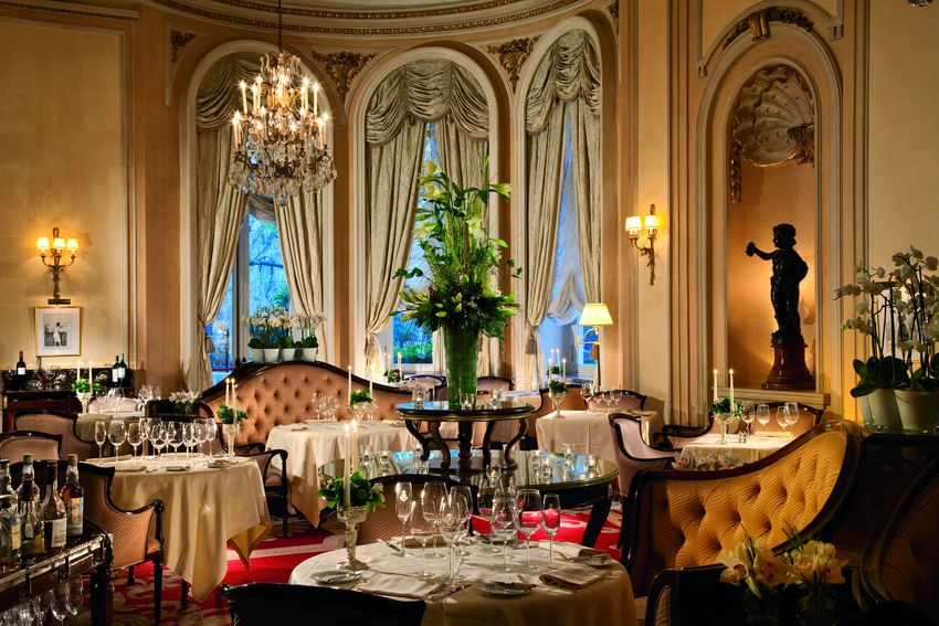 ritz hotel The ritz paris is a hotel in central paris, in the 1st arrondissementit overlooks the octagonal border of the place vendôme at number 15 the hotel is ranked among the most luxurious hotels in the world and is a member of the leading hotels of the world.